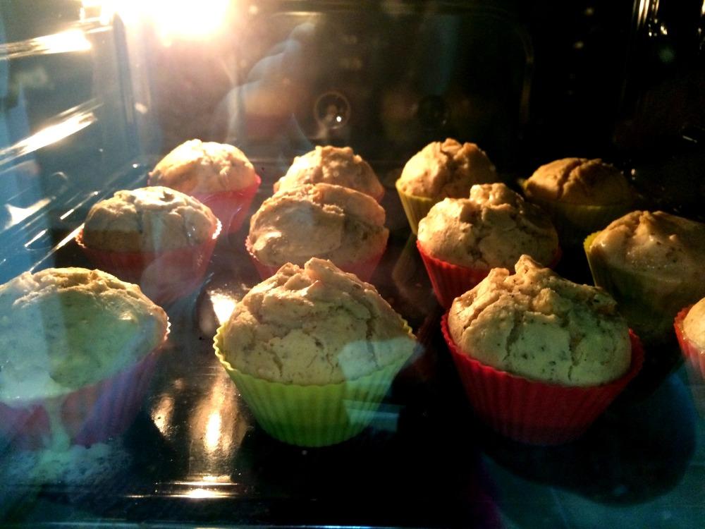 Muffins de cherrys y mozzarella (7).JPG
