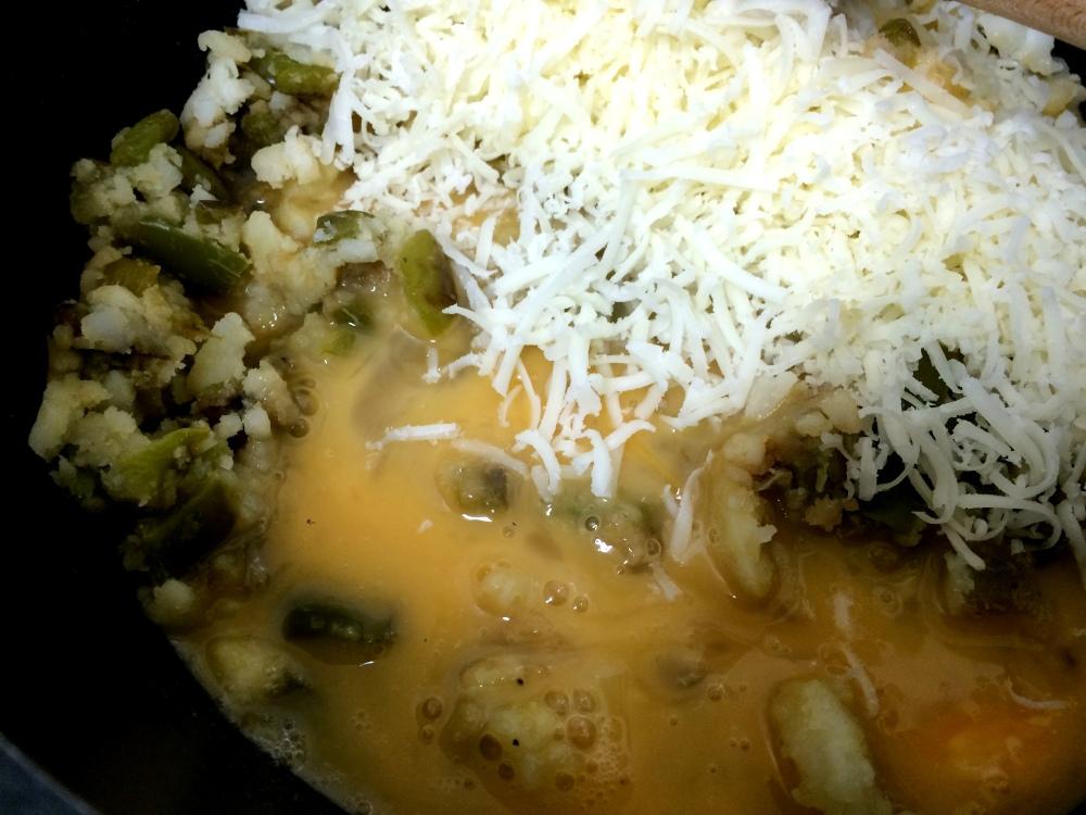 patata rellena de revuelto de pimiento y queso (9).JPG