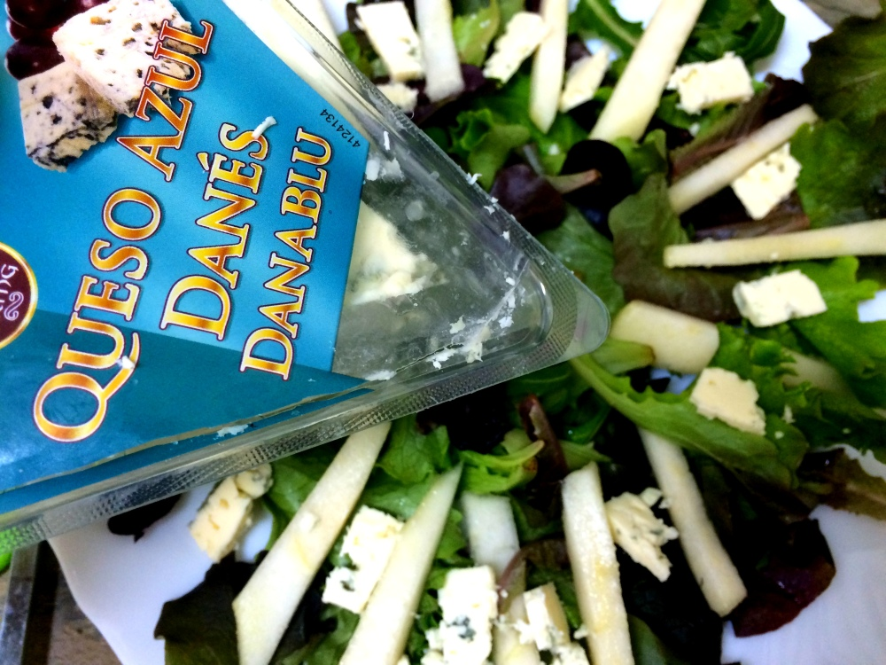 ensalada de pera almendra y queso azul (3).JPG