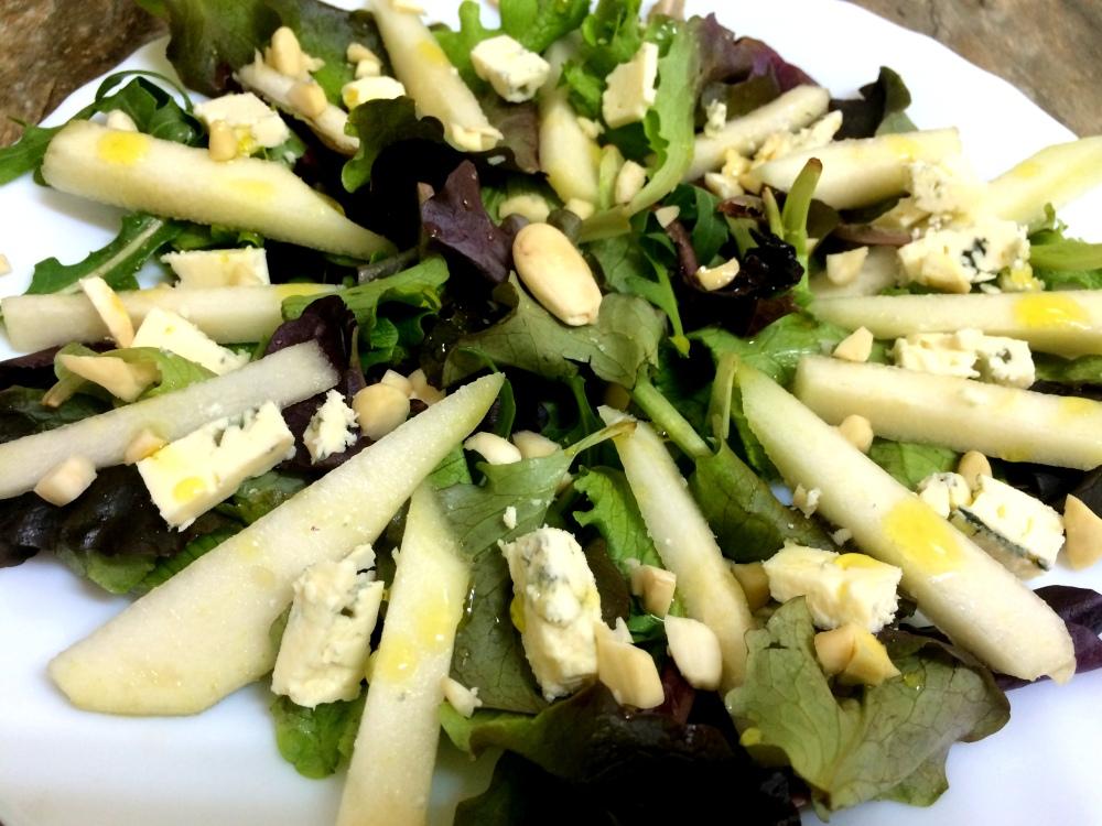 ensalada de pera almendra y queso azul (5).JPG